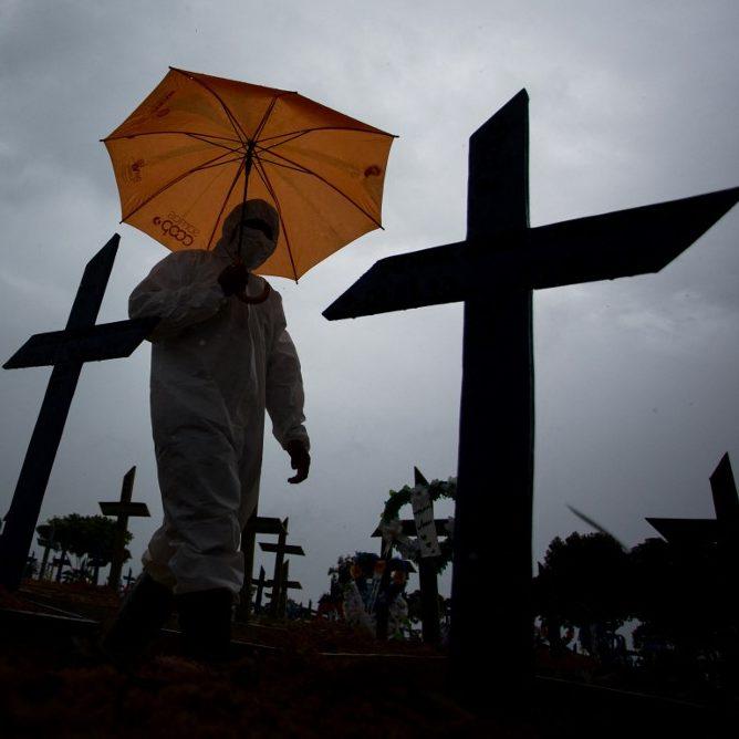 Brasil soma 1,4 mil mortes e 49,7 mil casos de Covid-19 em 24h
