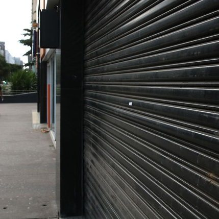 Portas fechadas preocupam donos de micro e pequenas empresas