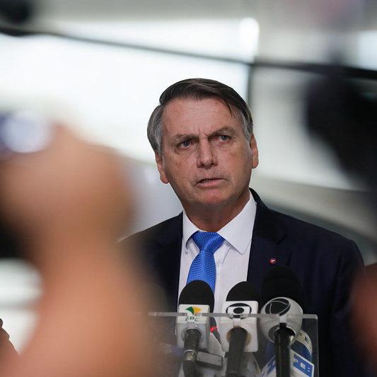 TCU acusa Bolsonaro de não reservar verba de combate à pandemia