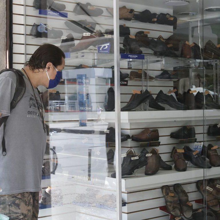 Cidades do RS reabrem comércio com ocupação de UTIs em 108%