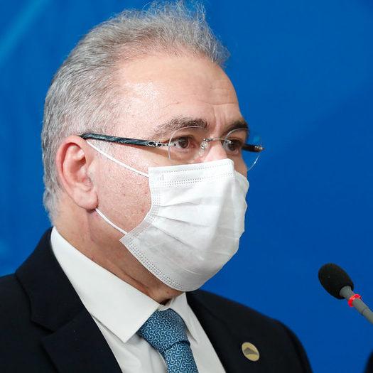 Queiroga diz que não há pressa em liberar uso de máscara
