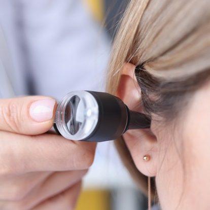 SUS oferece assistência integral para deficiência auditiva