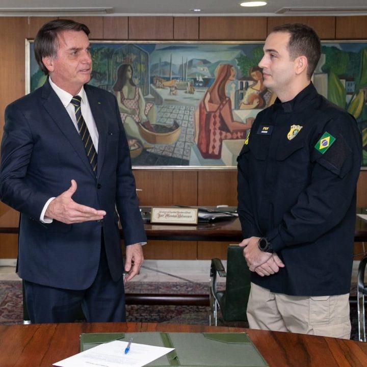 Bolsonaro empossa ministros e troca comando da PF e PRF