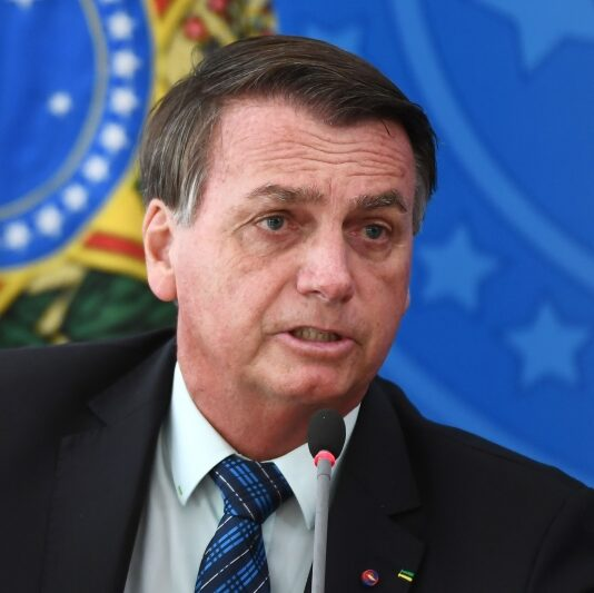 """Bolsonaro diz que vai vetar projeto que cria """"passaporte da vacina"""""""