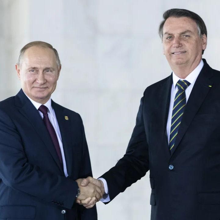 Bolsonaro conversa com Putin e negocia compra de vacina