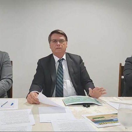 Bolsonaro ignora 400 mil mortos e diz não temer CPI da Covid