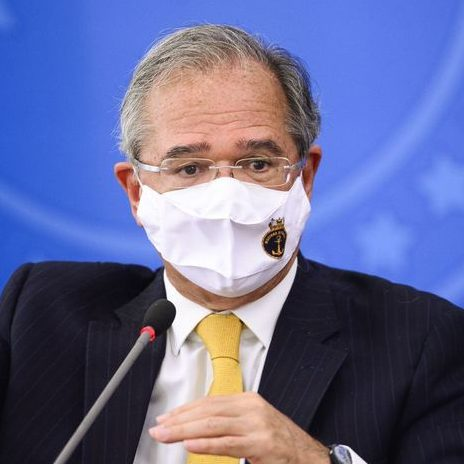 Guedes diz que auxílio pode ser renovado se pandemia persistir