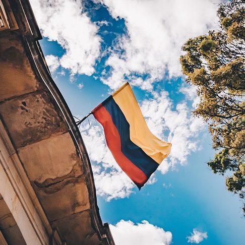 Protestos levam presidente da Colômbia a retirar plano de reforma tributária