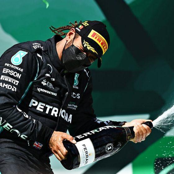 Hamilton vence o GP de Portugal de F1 e se mantém na liderança