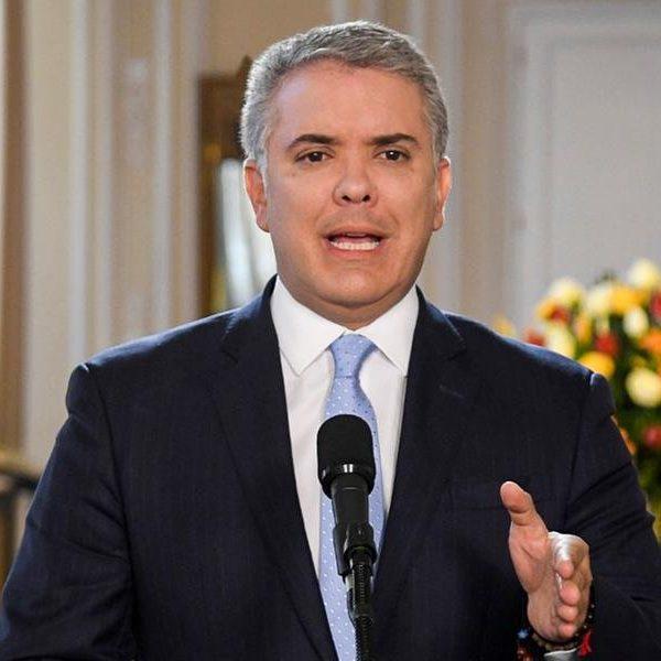 Colombianos querem renúncia de presidente e fazem greve geral