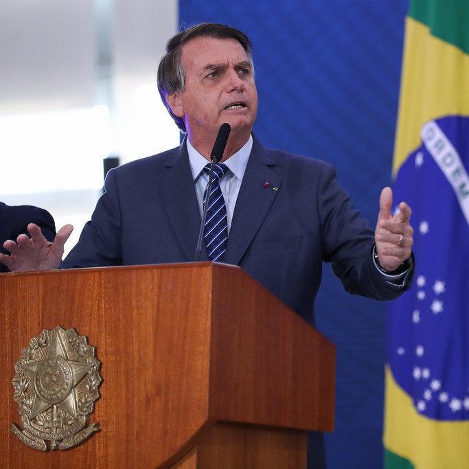 Bolsonaro ameaça baixar decreto para proibir lockdown nos Estados