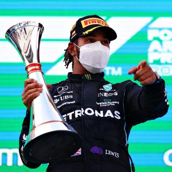F1: Hamilton supera Verstappen e vence GP da Espanha