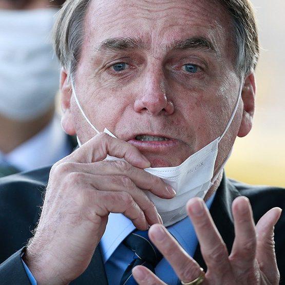 Bolsonaro insiste em supernotificação de mortes; TCU afasta auditor