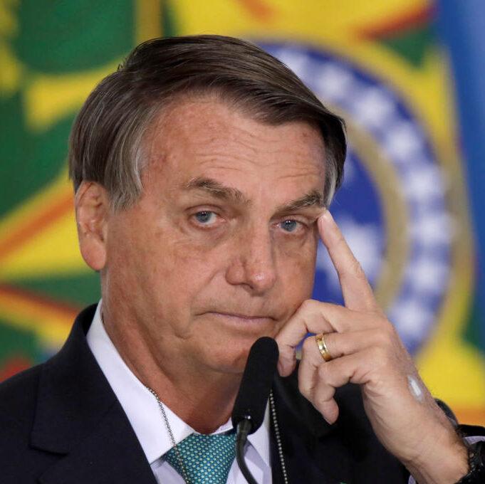 "Boletim médico diz que Bolsonaro fará ""tratamento conservador"""
