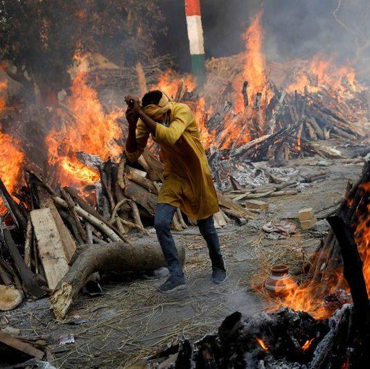 Recorde mundial: Índia passa de 6 mil mortes por Covid-19 em um dia