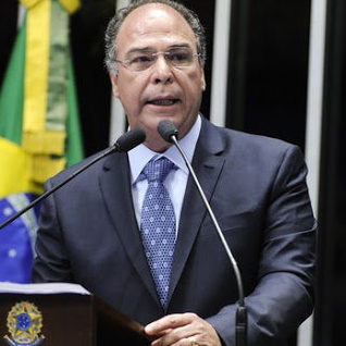 PF indicia líder do governo por corrupção