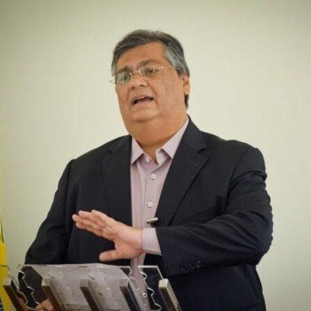 Flávio Dino anuncia saída do PCdoB