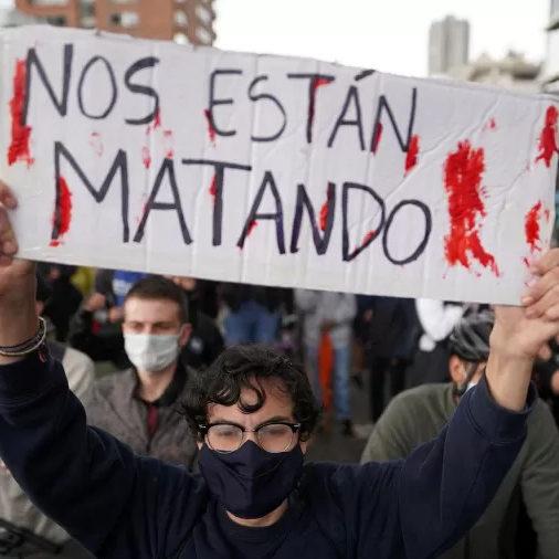 Após mais de 60 mortos em protestos Colômbia diz que vai 'modernizar' polícia