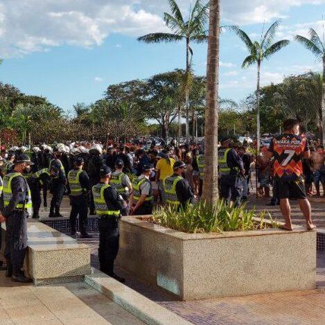 PM e indígenas entram em confronto no DF