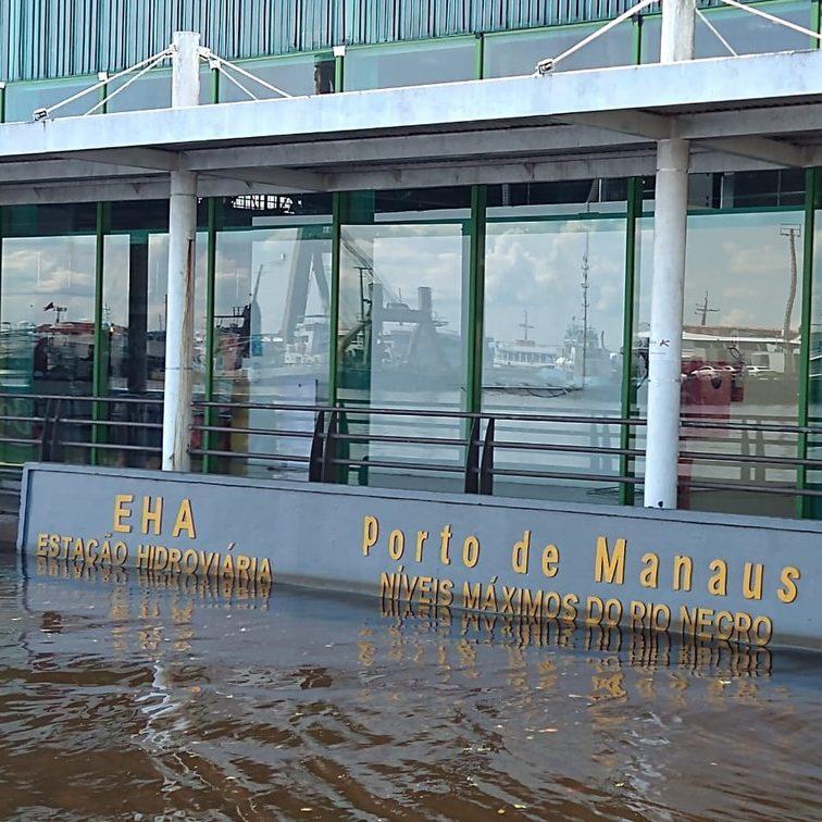 Rio Negro transborda e Manaus registra maior cheia da história