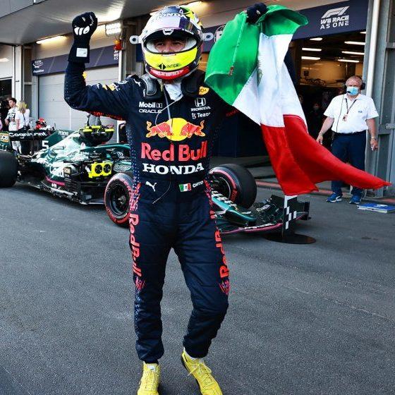 Sergio Pérez aproveita erro de favoritos e vence GP do Azerbaijão