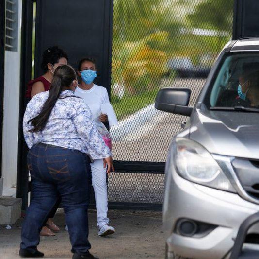 Mulher presa por nove anos após aborto acidental é libertada em El Salvador