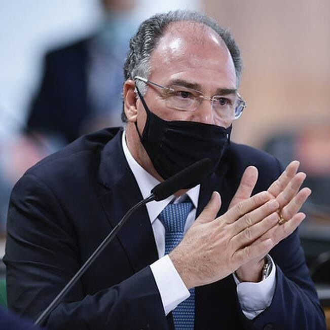 Líder do governo no Senado contesta notícia-crime contra Bolsonaro