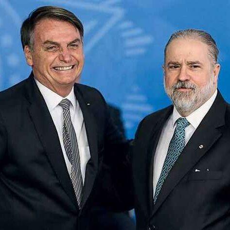Bolsonaro ignora lista tríplice e reconduz Aras para PGR