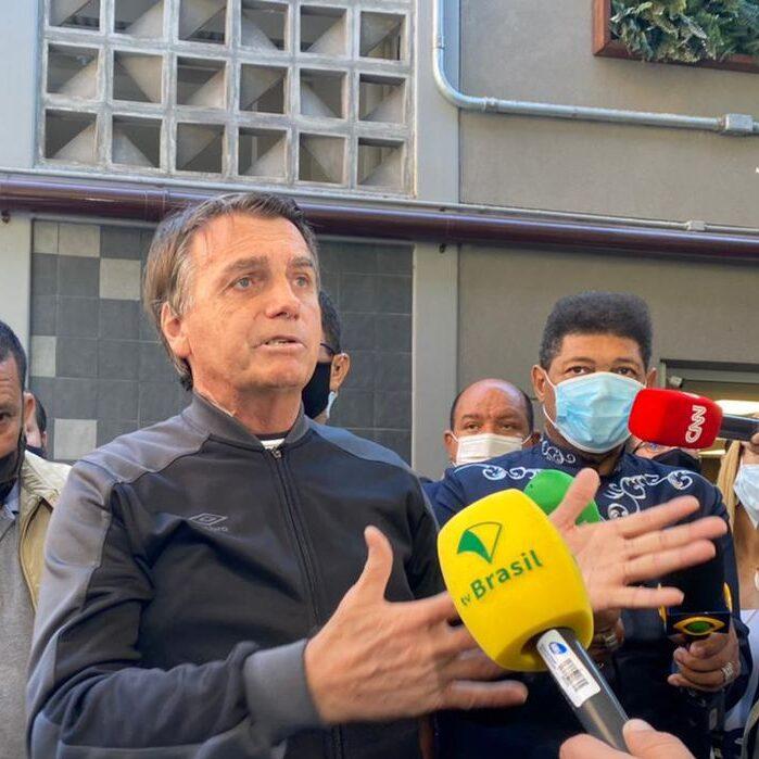 Bolsonaro recebe alta, defende Pazuello e critica CPI da Covid