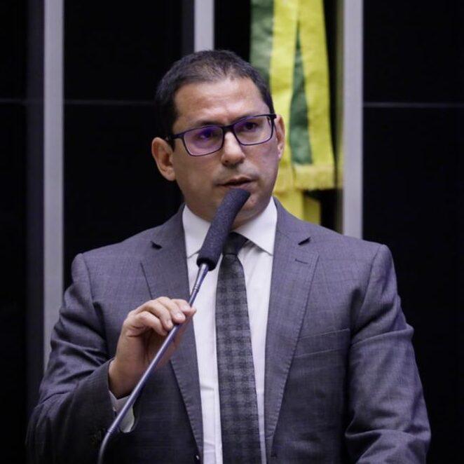 Vice da Câmara pede cópia dos pedidos de impeachment de Bolsonaro