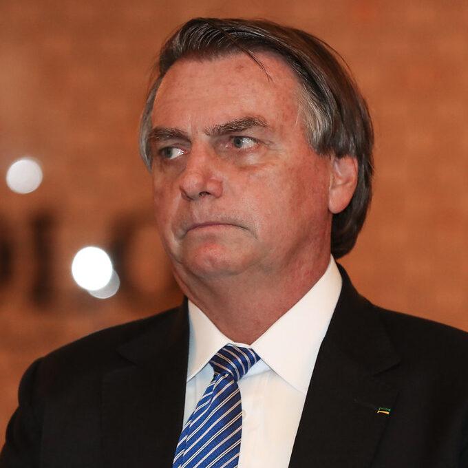 Bolsonaro é transferido para SP e pode passar nova cirurgia