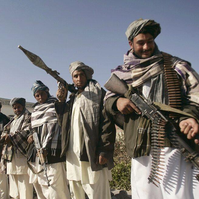 Talibã dizem ter controlo de 85% do território do Afeganistão