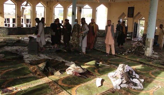 Explosão em mesquita no Afeganistão deixa mais de 100 mortos